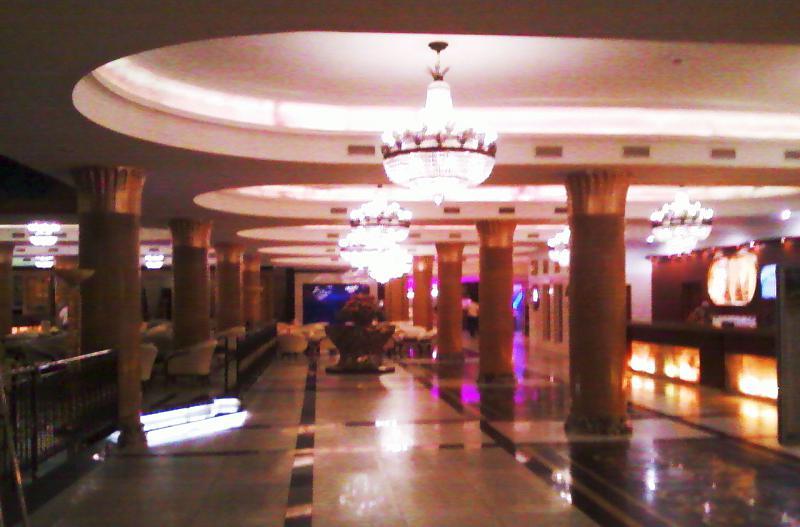 Помпезный отель